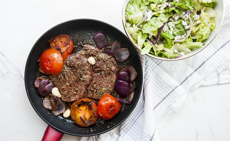 Stek z Antrykotu z Grillowanym Pomidorem
