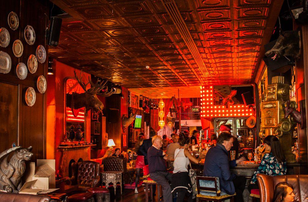 Dublin - 37 Dawson St. Cafe w środku, sala na dole