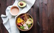 Burrito Bowl czyli Meksykańska Sałatka z Indykiem, Ryżem i Awokado