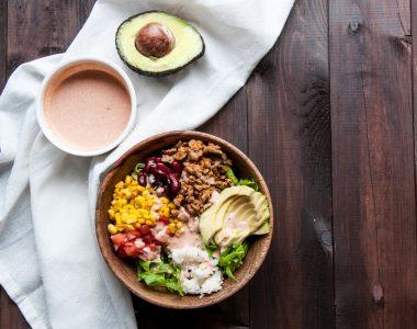 Buritto Bowl czyli Meksykańska Fit Sałatka z Indykiem, Ryżem i Awokado