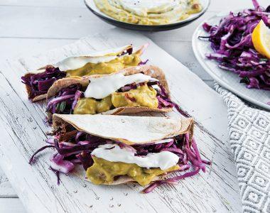 Chrupiące Tacosy z Szarpaną Wieprzowiną i Kremowym Guacamole