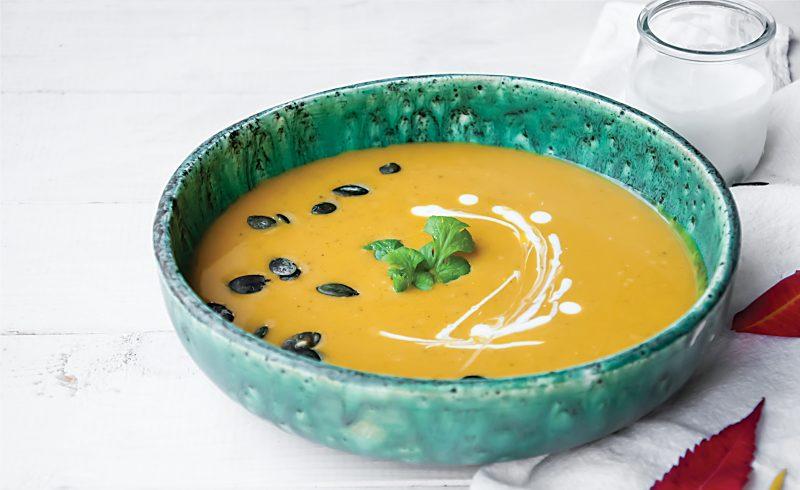 kremowa zupa z dyni z mlekiem kokosowym i imbirem
