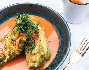 Fit gołąbki z indykiem i kaszą bulgur w kremowym sosie pomidorowym