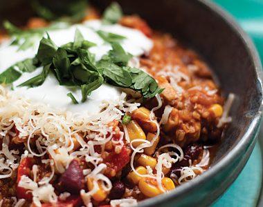 Wegetariańskie Chilli Sin Carne z Kaszą Bulgur i Quinoa