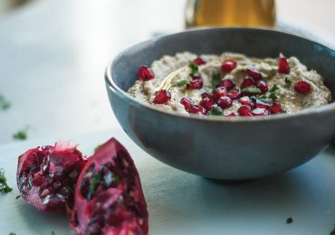 Baba Ganoush czyli Arabska Pasta z Bakłażana z Granatem