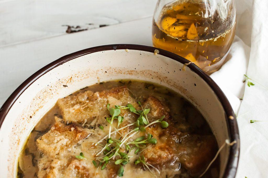 francuska zupa cebulowa z serem