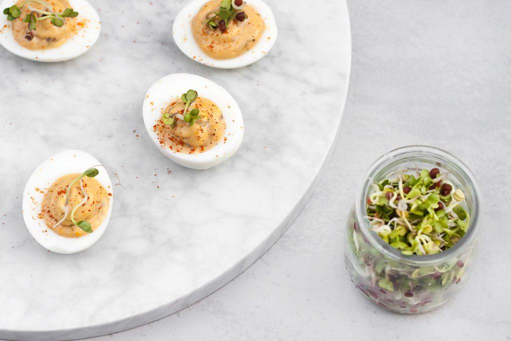 jajka faszerowane anchois, kaparami i domowym majonezem