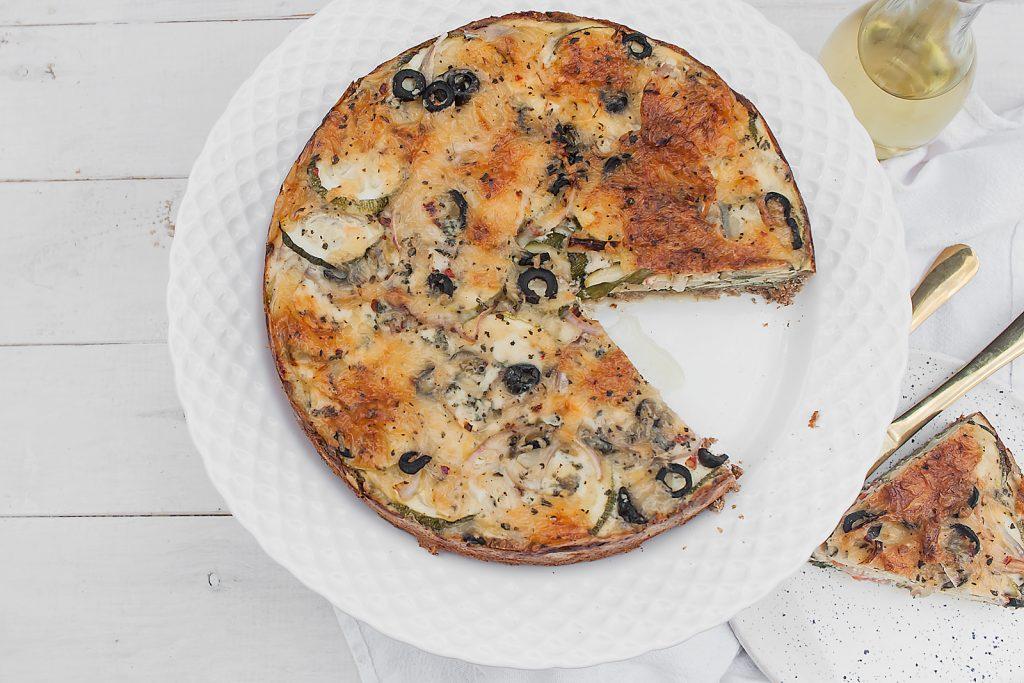 szybki quiche z cukinią, oliwkami i gorgonzolą