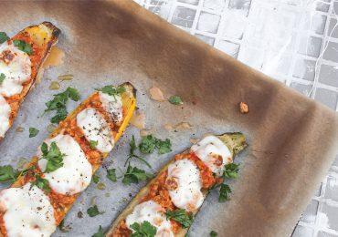 Cukinia faszerowana mięsem z indyka z pomidorami i mozzarellą