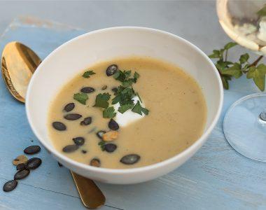 Szybka zupa krem z cukinii z kwaśną śmietaną