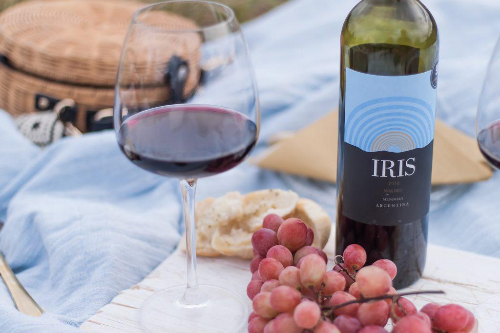 idealne wino na romantyczna kolacje- malbec iris