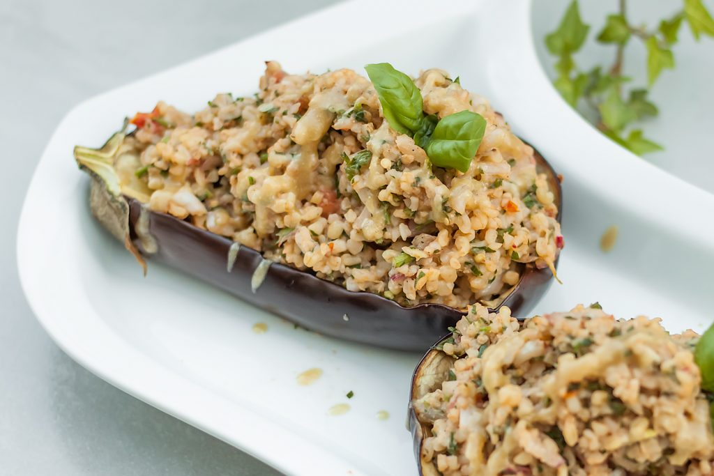 weganski przepis na baklazana z kasza bulgur i warzywami
