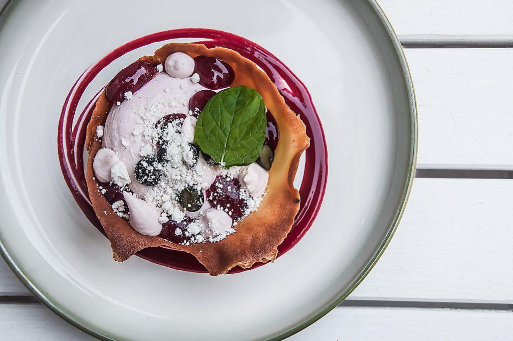 Ciastko cygaretkowe z musem z twarogu - Motywy , Restaurant Week