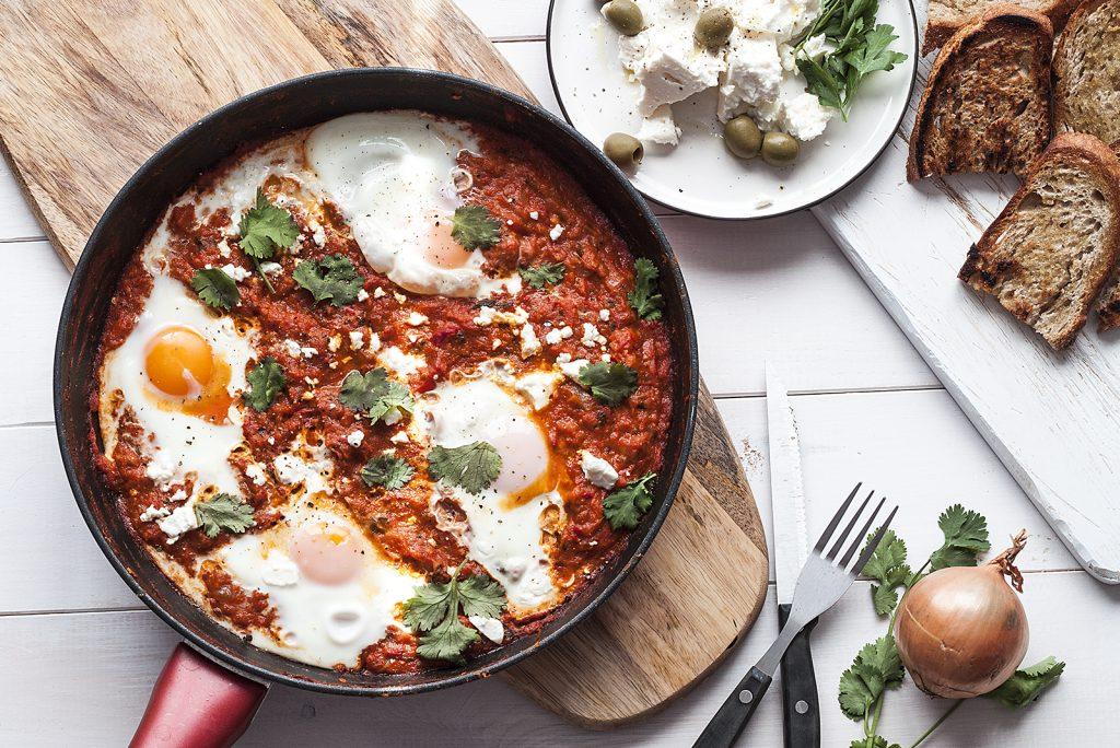 szakszuka - jajka w pomidorach z feta