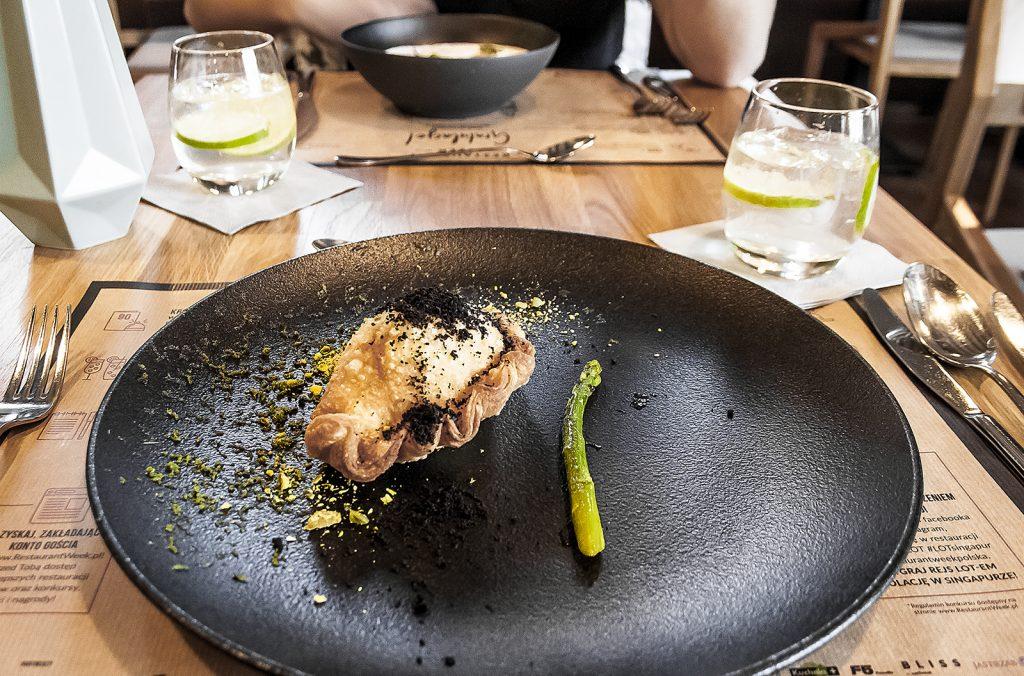 Panzerotti z wędzonym łososiem, szparagami i serem taleggio, Browar Księży Młyn, Łódź, Restaurant Week