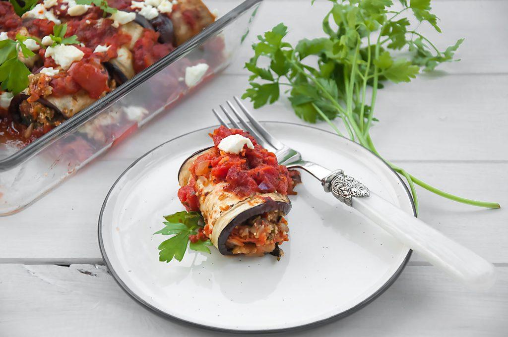 Bakłażan z fetą, komosą ryżową i pomidorami