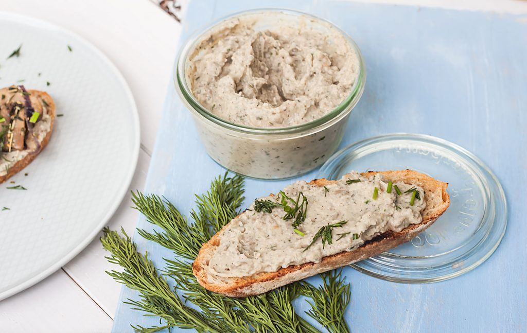 Wegańska Pasta z Białej Fasoli i Pieczonego Czosnku