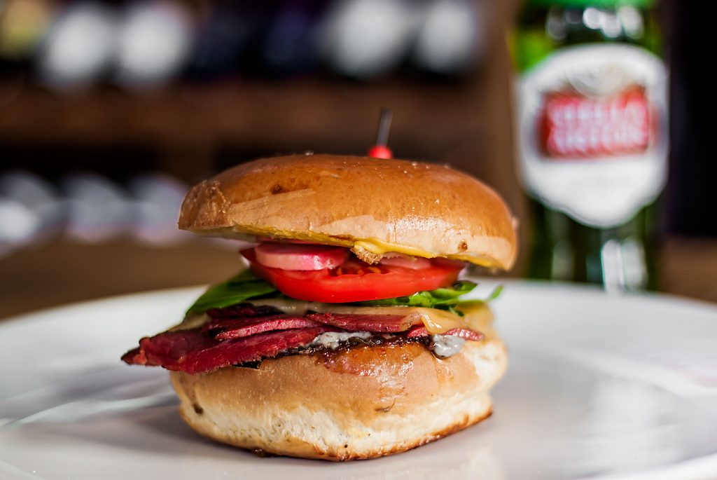 Burger Z Pastrami Klub Wino