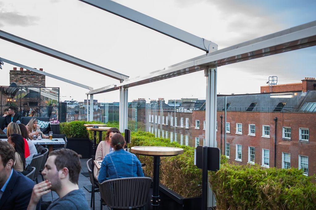 Na zewnątrz Sophie's Rooftop Bar - Bar, Restauracja w Dublinie