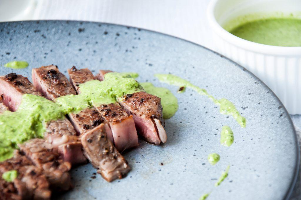 Stek z Antrykotu Wołowego z Pesto Pietruszkowym