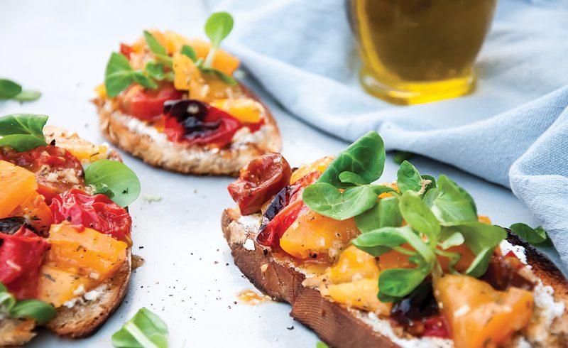 Bruschetta z Pieczonymi Pomidorami i Kozim Serem