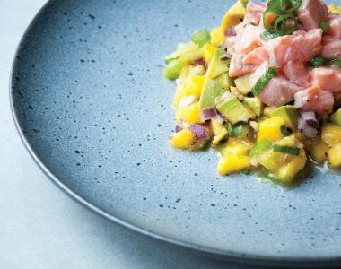 Ceviche z Łososia z Salsą z Mango, Chilli i Awokado