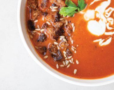 Wegańska Zupa Krem z Pieczonych Czerwonych Warzyw