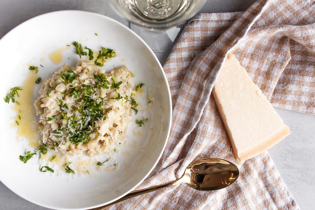 domowe risotto z karmelizowana cebula, tymiankiem i kremowym serkiem