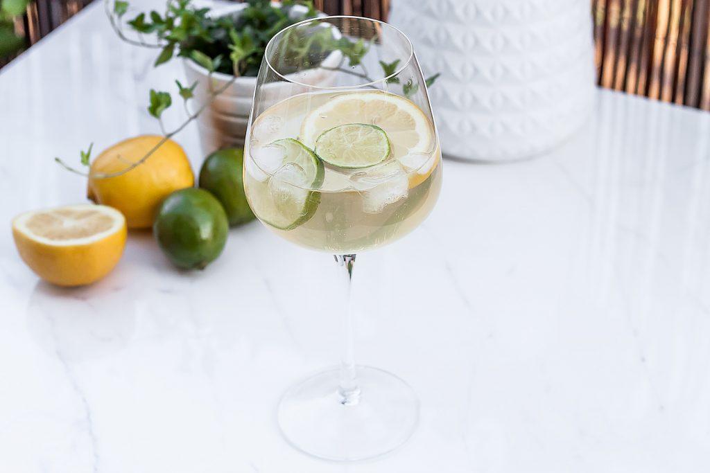 Cytrynowo - limonkowy sprzycer czyli najprostszy drink na bazie białego wina