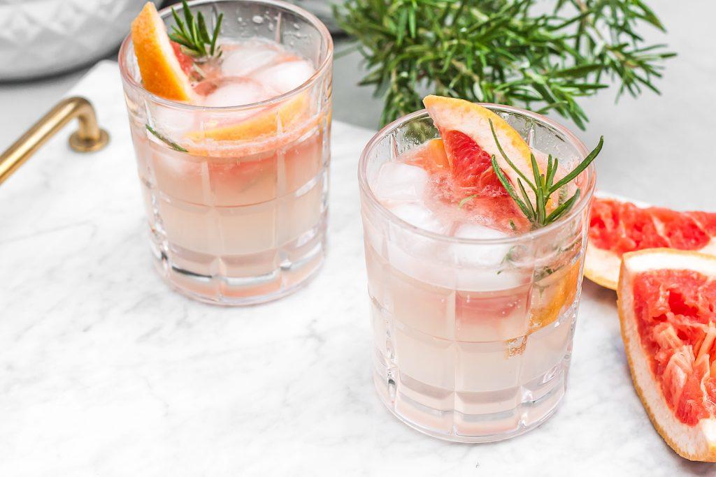 gin z tonikiem grejpfrutem i rozmarynem
