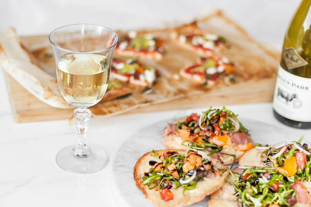 zapiekane chlebki pita z serami i szynką parmeńską