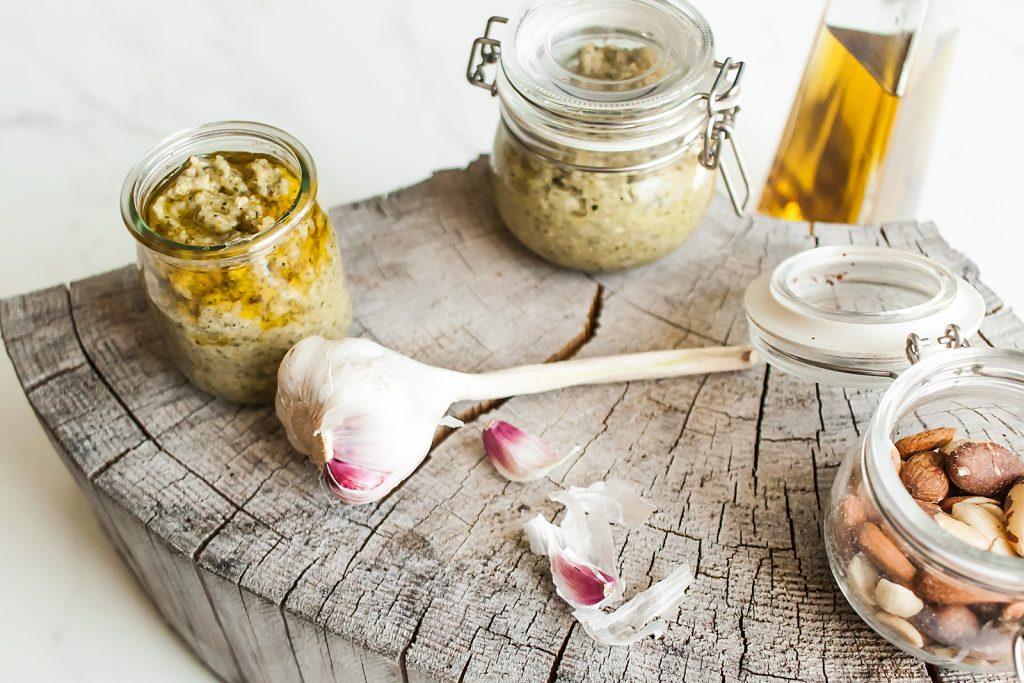 szybkie pesto z cukini, orzechów i parmezanu