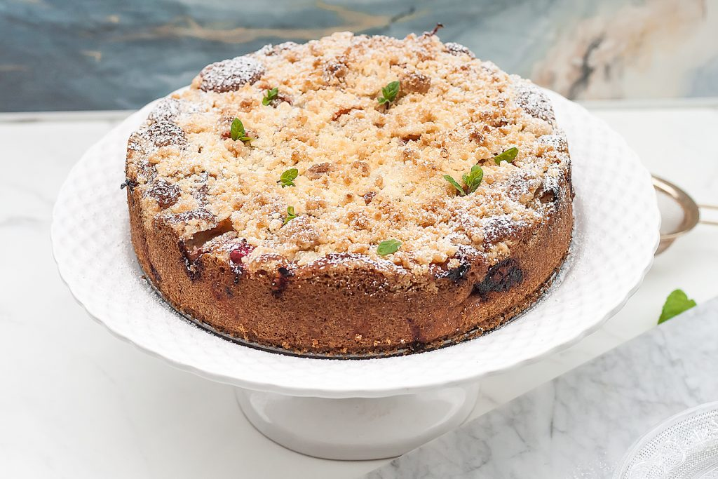 domowe ciasto z rabarbarem i kruszonką