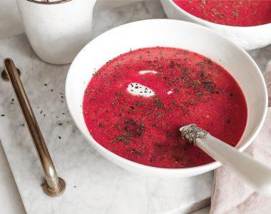 Szybka i wyrazista zupa z botwinki na bulionie