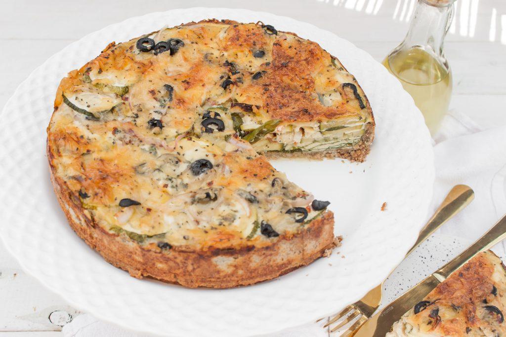 wytrawna tarta z cukinią, oliwkami i gorgonzolą
