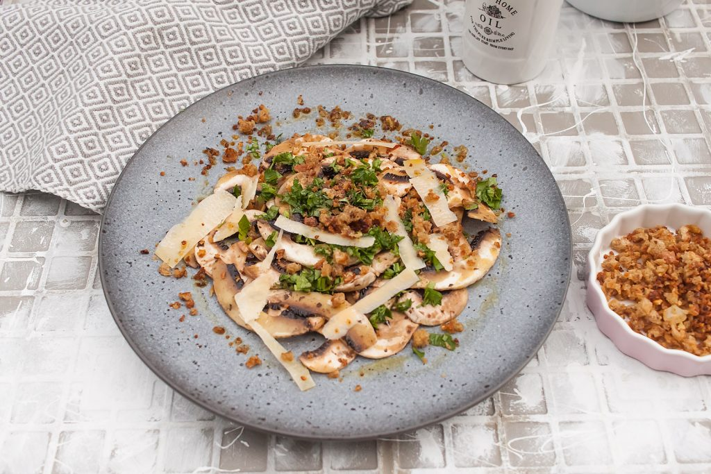 wegetariańskie carpaccio z pieczarek