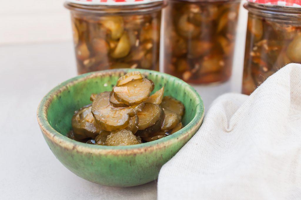prosty przepis na domowe ogórki z chilli i czosnkiem