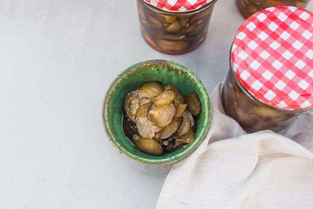 pomysł na domowe przetwory - ogórki z chilli i czosnkiem
