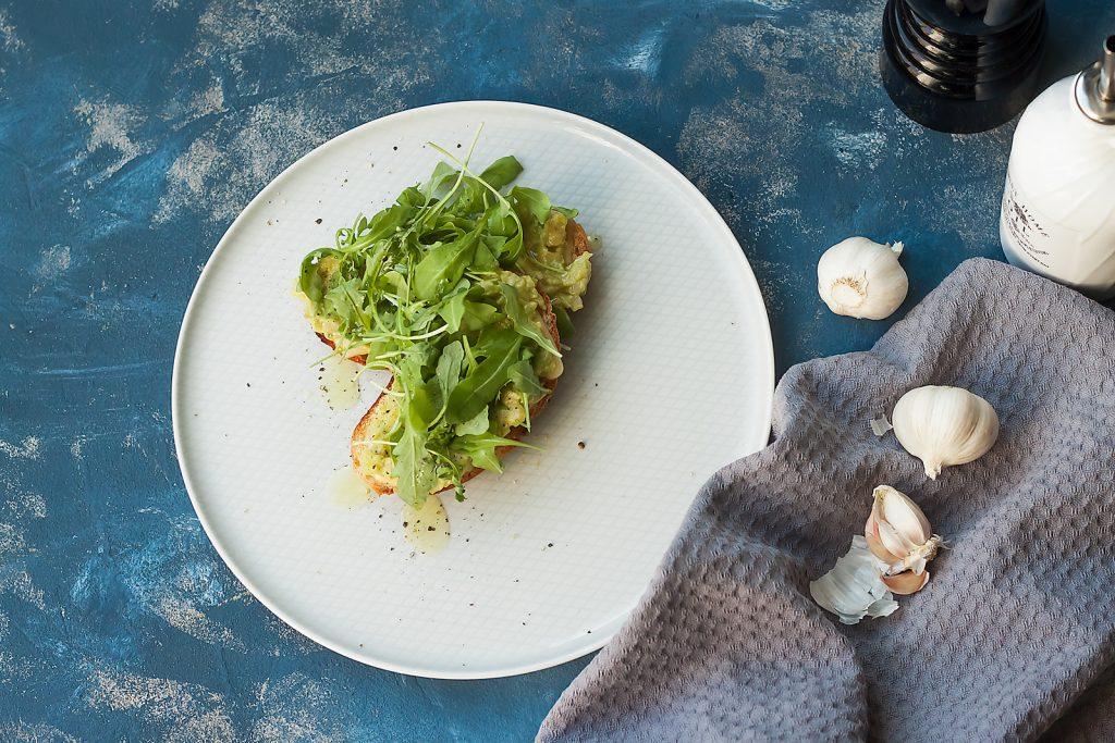 wege grzanka z avokado i serem