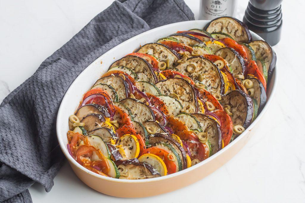 wegetarianska zapiekanka z baklazanem, cukinia, mozzarella i parmezanem