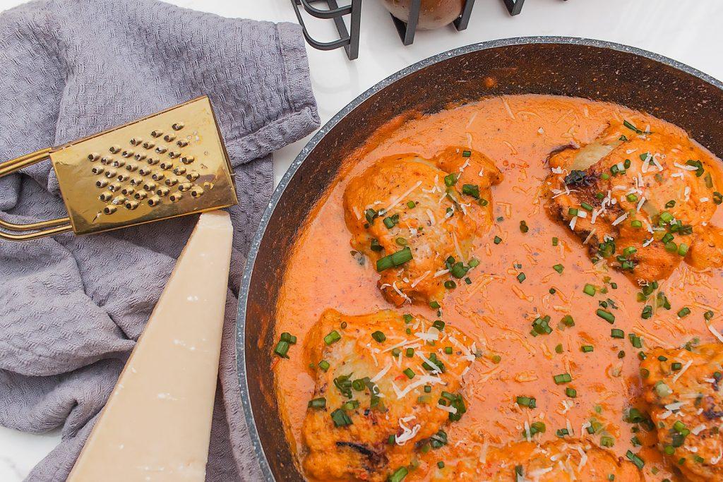 przepis na szybkie udka z kurczaka w sosie pomidorowym