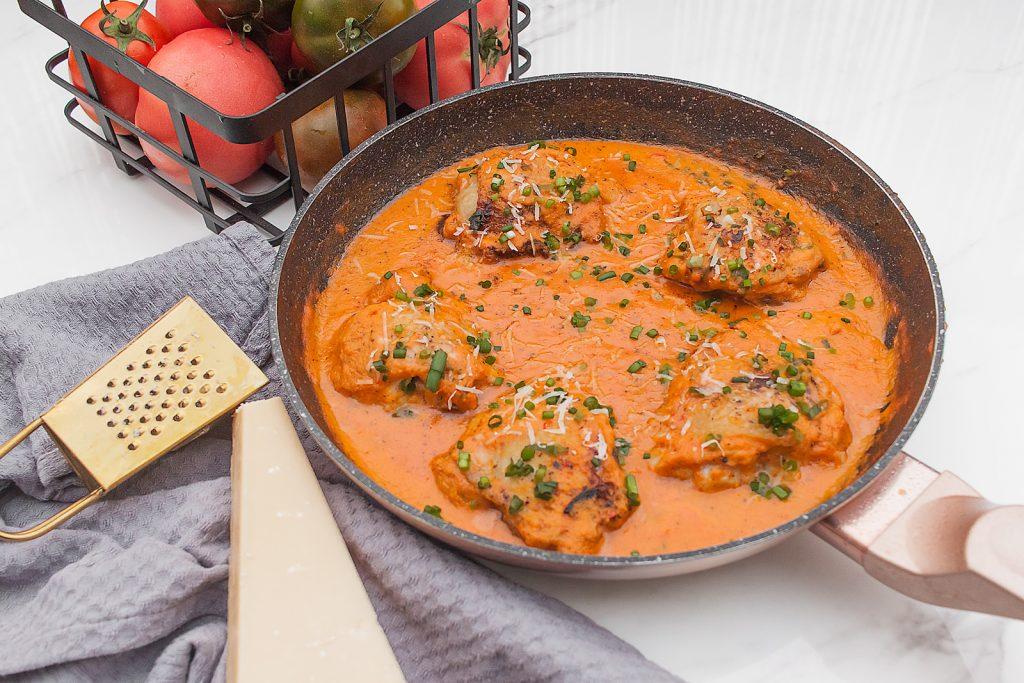 szybkie udka z kurczaka w pomidorach z parmezanem