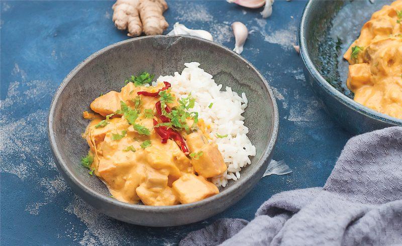 weganskie czerwone curry z dynia i tofu