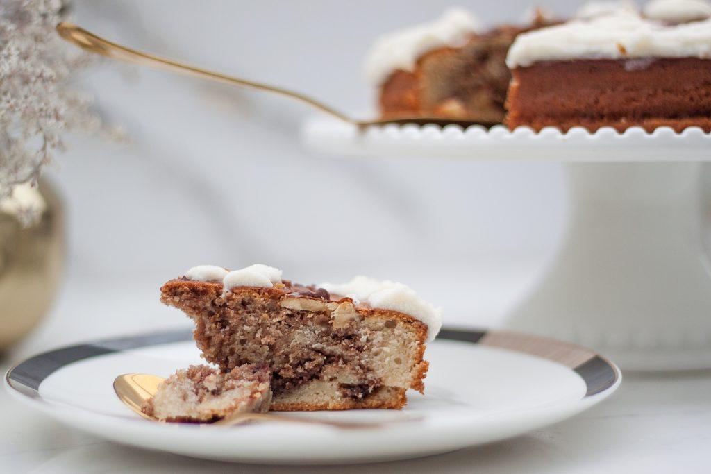 ciasto inspirowane bułeczkami cynamonowymi z maślanym kremem