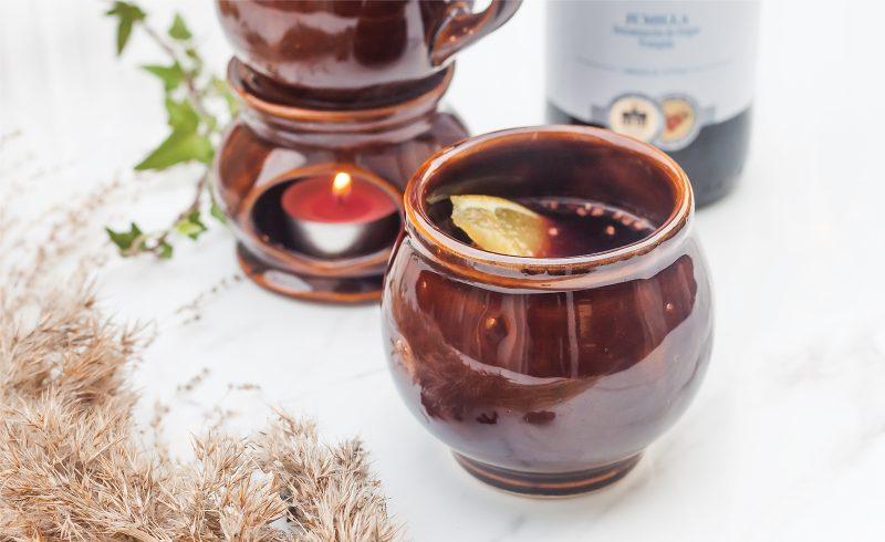 domowe grzane wino z pomaranczem, miodem i przyprawami korzennymi