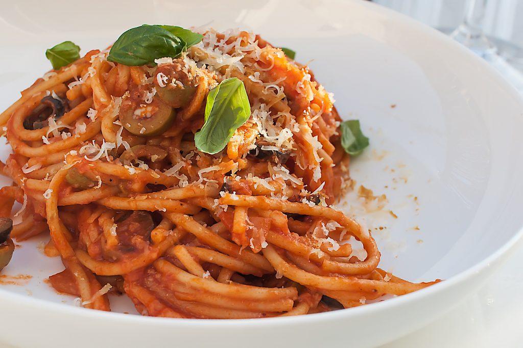 szybki przepis na spaghetti puttanesca