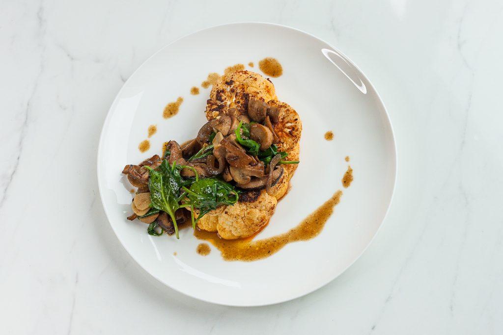 pomysł na wege obiad stek z kalafiora