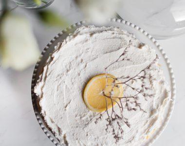 Delikatny sernik cytrynowy z kremem z mascarpone