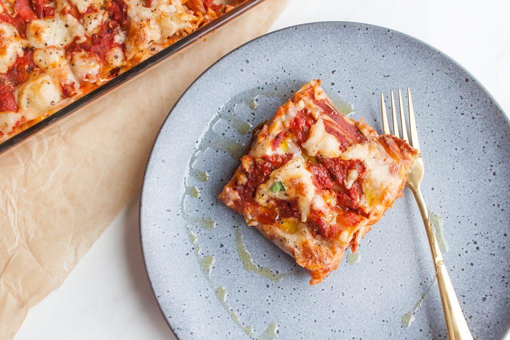 cannelloni z miesem mielonym w sosie pomidorowym z beszamelem