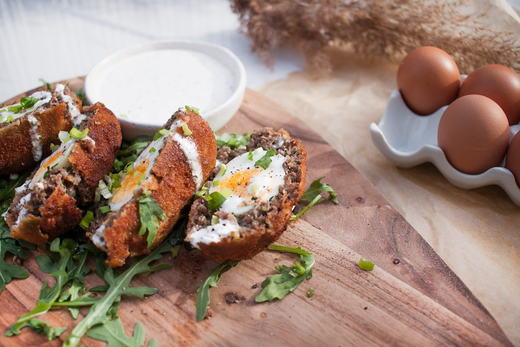 wielkanocne jajka z miesem w panierce